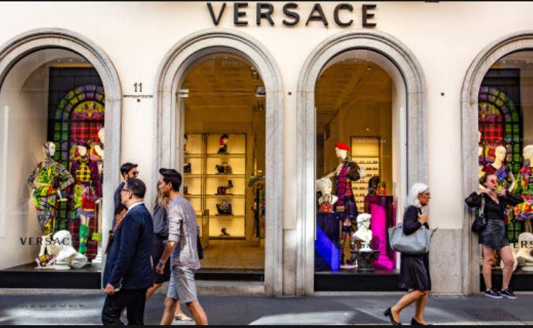El grupo de moda estadounidense Michael Kors oficializó este martes la  compra de la casa italiana Versace, valorada en 1.830 millones de euros, ... c562202266